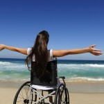 ragazza-disabile-al-mare